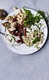 MIDDAGSTIPS: Denne salaten smaker også godt hvis den tilsettes rester av revet kylling. FOTO: Nina Malling