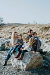 HJEMMESKOLE: Maj My Midtgaard Humaidan og mannen Kristian flyttet for tre år siden til Ærø for å leve ut en felles drøm om et rolig liv sammen med barna Storm (9), Ilja og Live (6) og Juno (2).