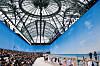 CHANEL: For å vise frem deres SS19-kolleksjon, hadde Karl Lagerfeld og Chanel gjenskapt en strand utenfor Danmark. Foto: Scanpix